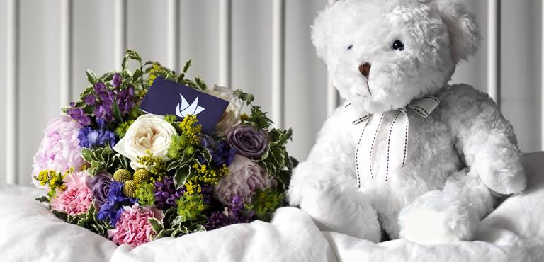 Kleurrijk boeket met teddybeer