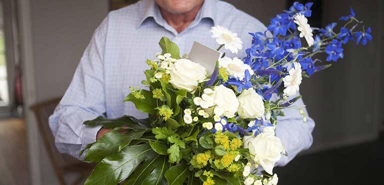 Bloemen voor hem