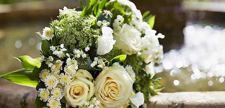 bloemen voor begrafenis bestellen en begrafenisbloemen laten bezorgen