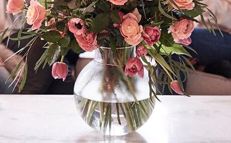 Vul de vaas met vers water