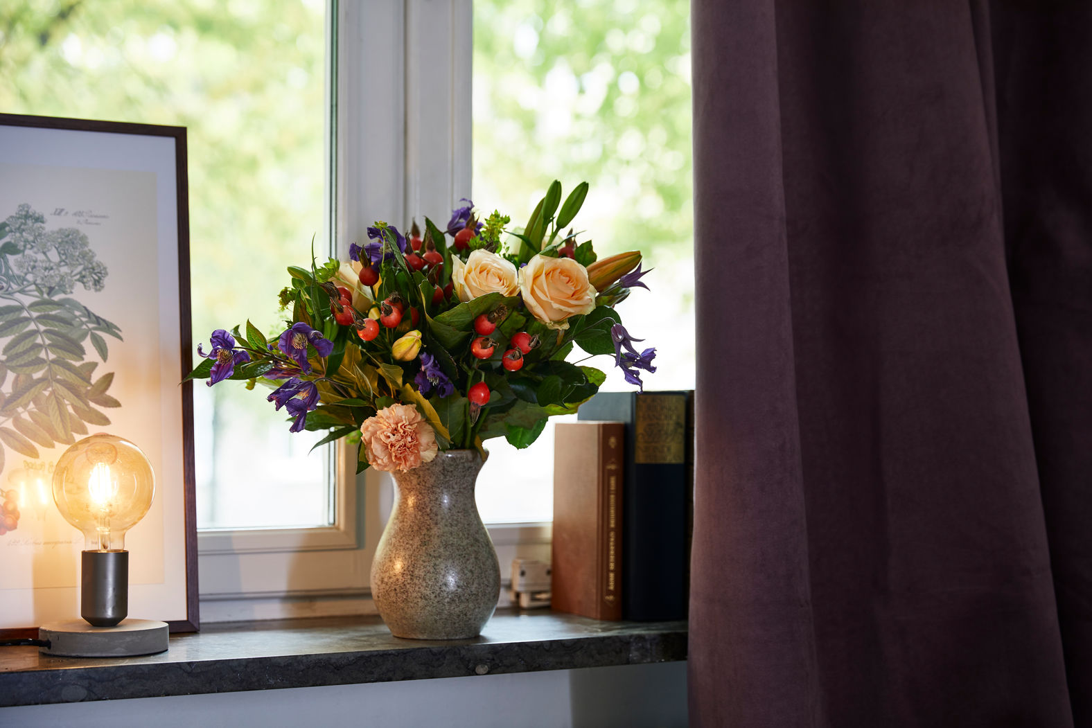 rozen op vensterbank